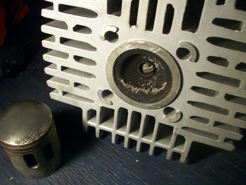 A35 cylinder head and piston