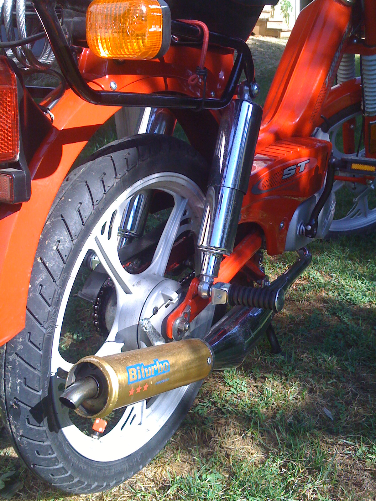 Moped Porn @ Anthocore » Streetmate Shocks